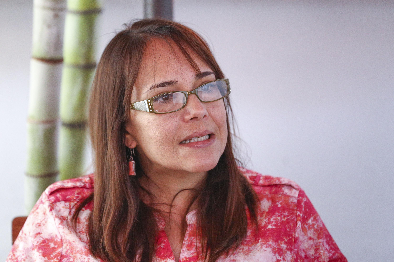 Doctora Beatriz Adriana Bustos Torres, investigadora del CUCSH; haciendo uso de la palabra durante entrevista.