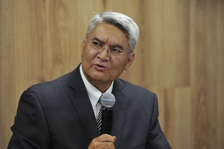 Doctor Rodrigo Ramos Zúñiga, Jefe del Departamento de Neurociencias del CUCS, haciendo uso de la palabra