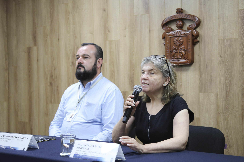 Doctora Valentina Davydova Belitskaya, investigadora del Centro Universitario de Ciencias Biológicas y Agropecuarias, haciendo uso de la palabra.
