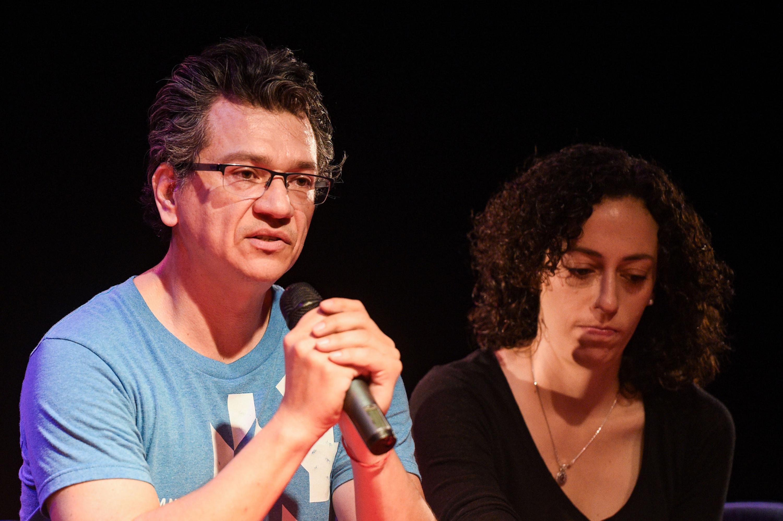 Guillermo Covarrubias, Director de El juego que todos jugamos, haciendo uso de la palabra.