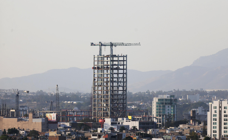Un edificio en construcción que está en la zona poniente de Guadalajara