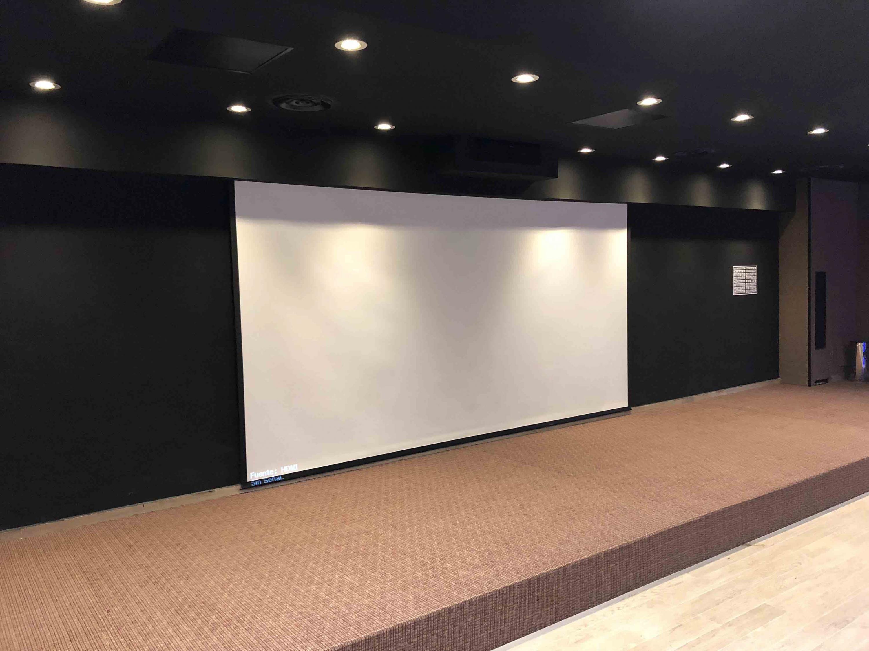 Pantalla de la nueva Sala de Cine del Centro Universitario de Tonalá.