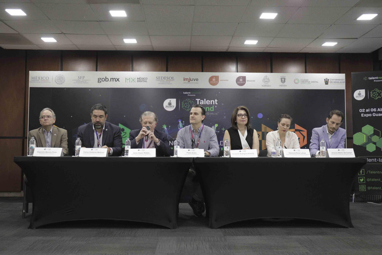 Secretario de Innovación, Ciencia y Tecnología, Jaime Reyes Robles, haciendo uso de la palabra en rueda de prensa