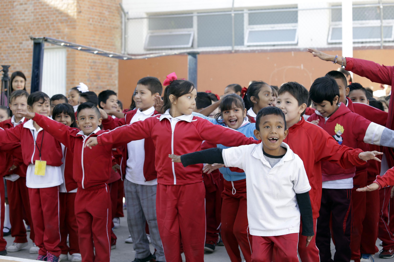 Niños participando en la inauguración de la  Semana por el Día Mundial de la Actividad Física