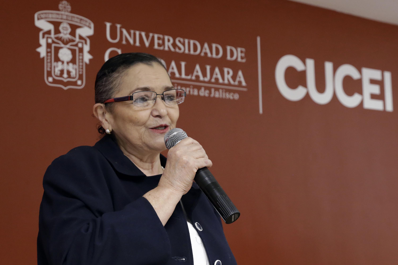 """Rectora del CUCEI doctora Ruth Padilla Muñoz, haciendo uso de la palabra en la inauguración del III Curso-taller de innovación en la educación superior, con el título de """"Procesos educativos y de gestión institucional""""."""