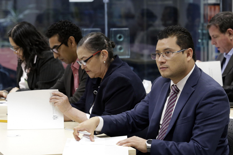 """Secretario de la Copladi, doctor Omar Karim Hernández Romo y la Rectora del CUCEI doctora Ruth Padilla Muñoz,. participando en el III Curso-taller de innovación en la educación superior, con el título de """"Procesos educativos y de gestión institucional"""""""