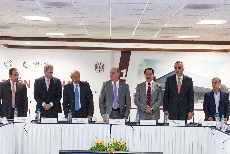 Declaratoria inaugural de la sesión, a cargo del licenciado Rafael González Pimienta, Jefe de Gabinete del Gobierno de Jalisco.