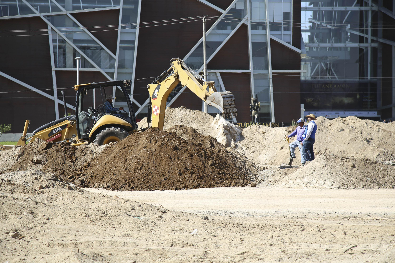 Trabajadores del Viaducto Belenes haciendo sus labores de construcción.