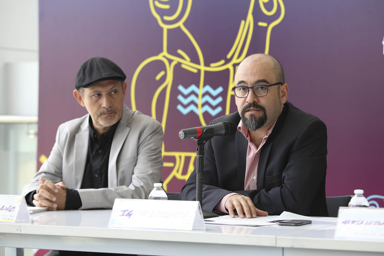 Licenciado Ágel Igor Lozada Rivera Melo, Secretario de Vinculación y Difusión Cultural de la Universidad de Guadalajara, haciendo uso de la palabra durante rueda de prensa.