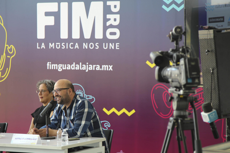 Director de Contenidos de la FIMPRO, Sergio Arbeláez, haciendo uso de la palabra durante rueda de prensa.