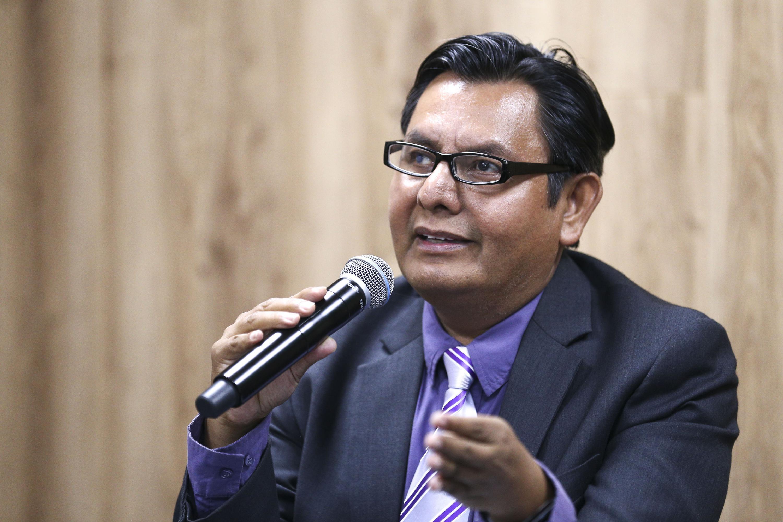 Clemente Rodríguez Hernández, investigador del CUCEA, haciendo uso de la palabra