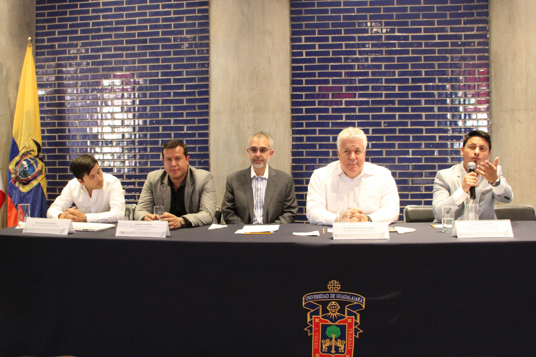 Se realizó una mesa de prensa durante la visita del Embajador de Ecuador al CUALTOS