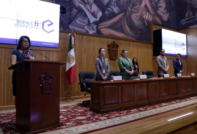 Acto inagural del Foro Internacional para Estudiantes de Ciencias e Ingenierías 2018, por parte de la Vicerrectora Ejecutiva de la UdeG; doctora Carmen Enedina Rodríguez Armenta.