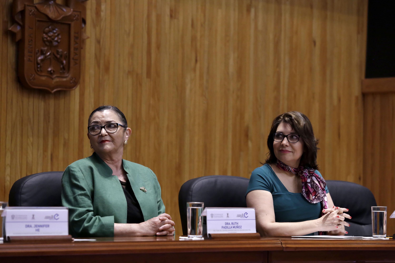 Rectora del CUCEI, doctora Ruth Padilla Muñoz y Vicerrectora Ejecutiva de la UdeG, doctora Carmen Enedina Rodríguez Armenta.