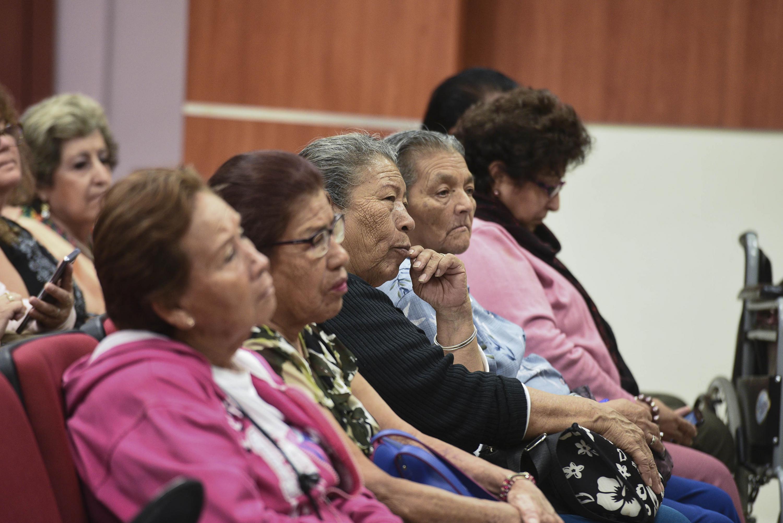 Señoras de mas de 60 años Asistentes a la presentación del libro