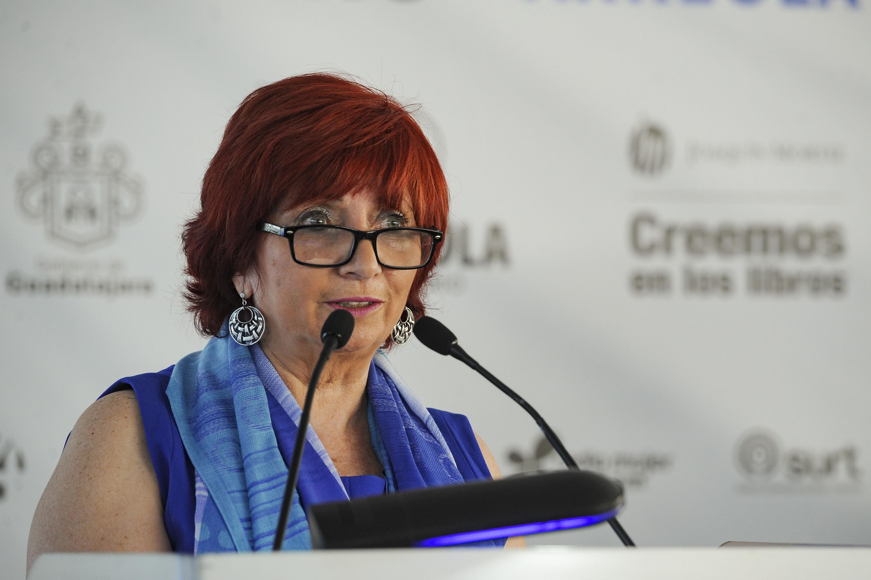Mtra. Marisol Schulz Manaut, Directora de la Feria Internacional de Libro (FIL) en Guadalajara, haciendo lectura en voz alta de La Feria, libro de Juan José Arreola.