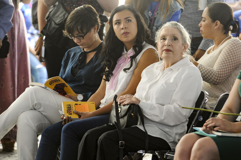Claudia Arreola y Sara Arreola, hermana y nieta del escritor Juan José Arreola.