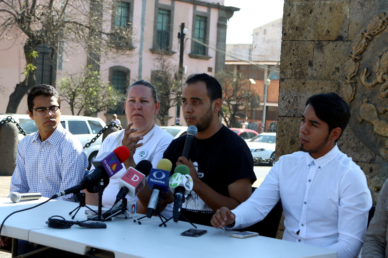 El Presidente de la Federación de Estudiantes Universitarios (FEU), Jesús Arturo Medina Varela, haciendo uso de la palabra en la conferencia de prensa.