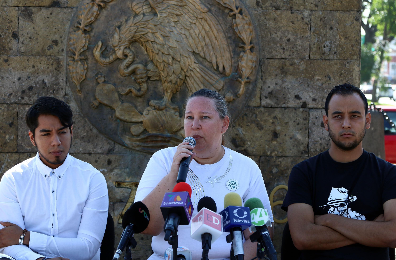 La señora Ángela Pelzer, representante de Familias Unidas por Nuestros Desaparecidos Jalisco (Fundej), compartiendo la importancia de estas manifestaciones.