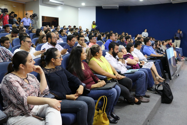 Publico asistente a la entrega del premio Tenamaztle a la doctora Arias Rozas de CUNORTE