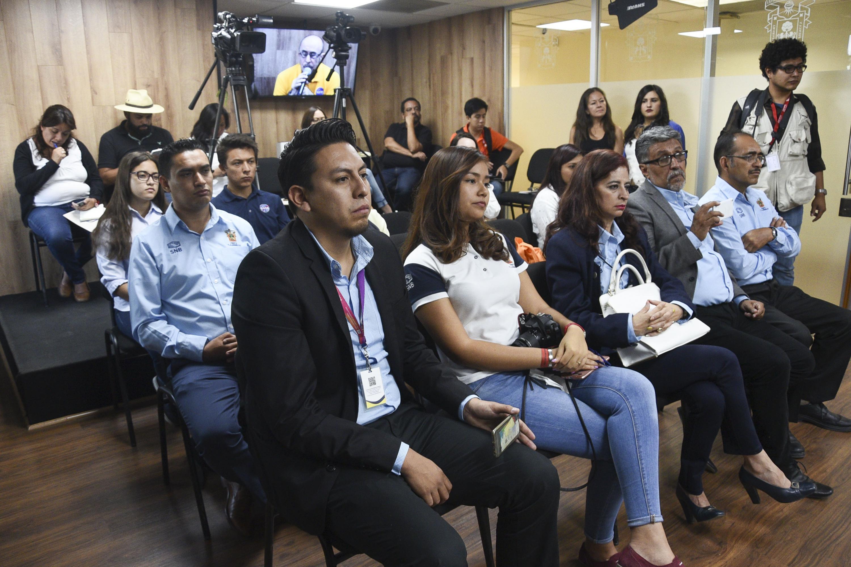 La sala de prensa de COMSOC UDG se vio llena durante la entrevista