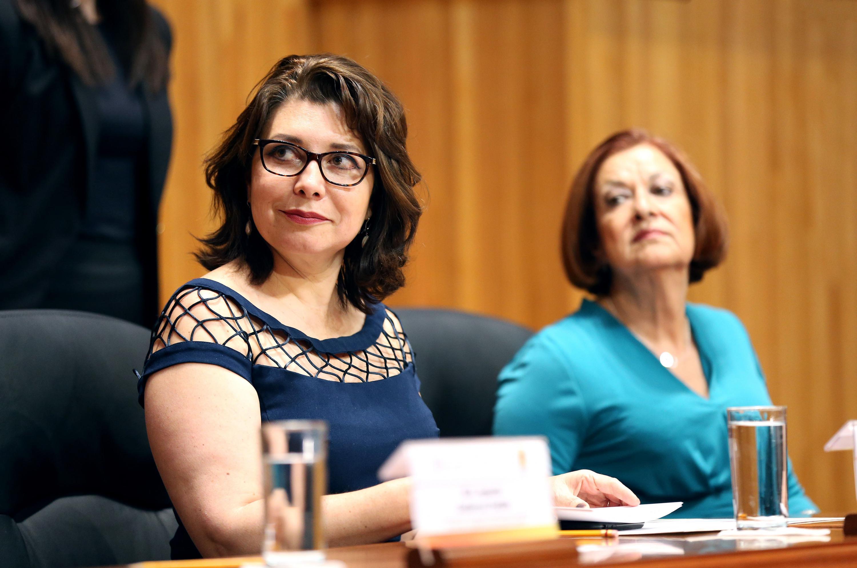 Doctora Carmen Rodríguez Armenta, Vicerrectora Ejecutiva de la Universidad de Guadalajara y maestra María Asunción Torres Mercado, Controlara General, participando en la asamblea.