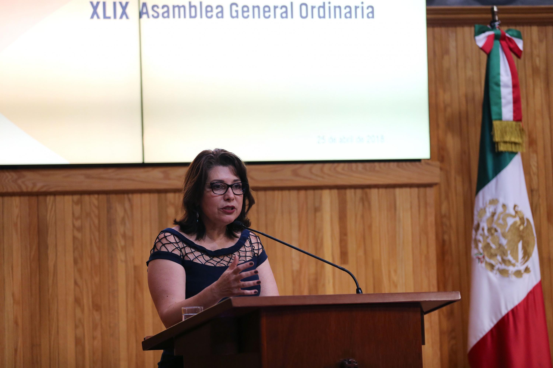 Doctora Carmen Enedina Rodríguez Armenta, Vicerrectora Ejecutiva de la Universidad de Guadalajara, haciendo uso de la voz.