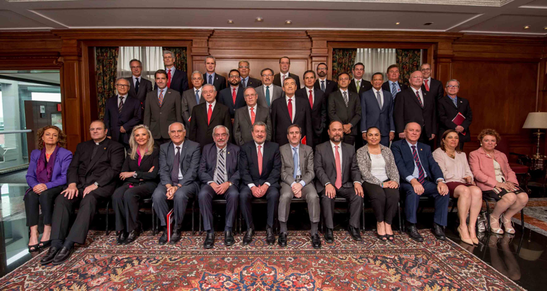 Representantes de las principales universidades públicas y privadas del país, asistentes a la reunión del Consejo de Administración de Universia México y participando en fotografía grupal.