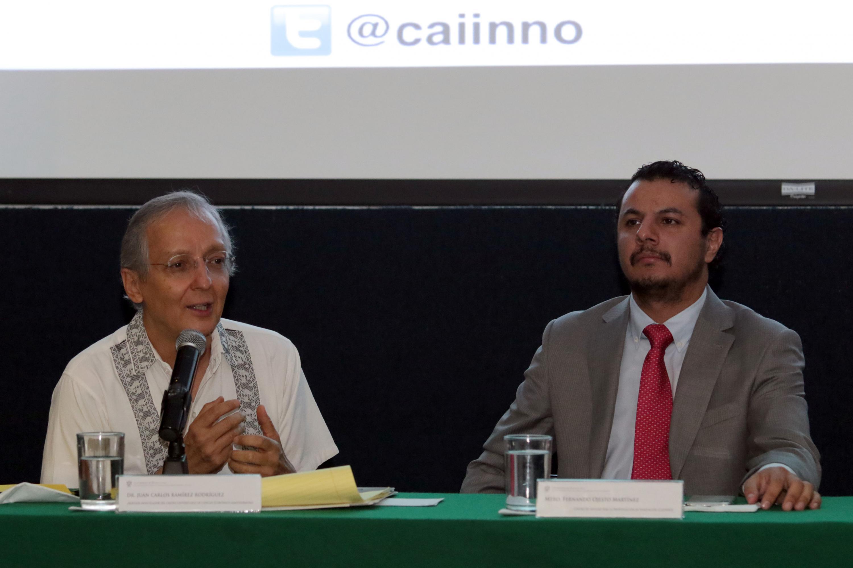 El Dr. Juan Carlos Ramírez Rodríguez, profesor investigador del Programa Interdisciplinario de Estudios de Género (PIEGE) del campus universitario, haciendo uso de la palabra.