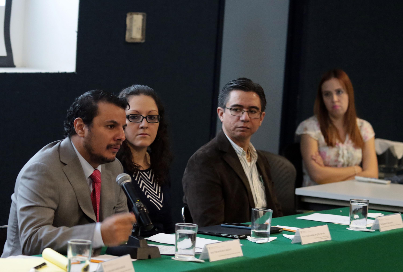 El Mtro. Fernando Ojesto Martínez, miembro del equipo de trabajo CAINNO, coautor del desarrollo de la plataforma, haciendo uso de la palabra.