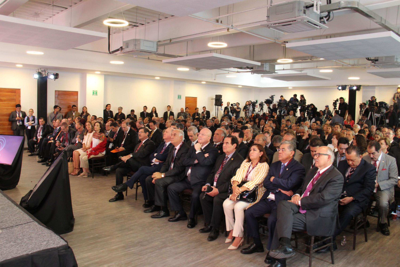 Miembros de la Asamblea General de la ANUIES, candidatos a la Presidencia de la República y representantes de diferentes instituciones, asistentes a la sesión.