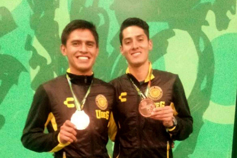 Carlos Morales y Diego Zapata, estudiantes del Centro Universitario de Ciencias Biológicas y Agropecuarias (CUCBA), se ubicaron en la tercera posición en bádminton, modalidad de dobles varonil.