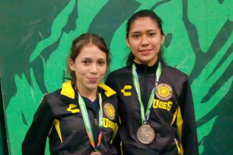 Haramara Gaitán y Laura Sánchez, estudiantes del Centro Universitario de Ciencias de la Salud (CUCS), se ubicaron en la tercera posición en bádminton, modalidad de dobles femenil.