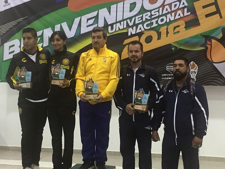 Los representantes de la UDG junto a los otros ganadores en las pruebas de karate de la UNIVERSIADA 2018