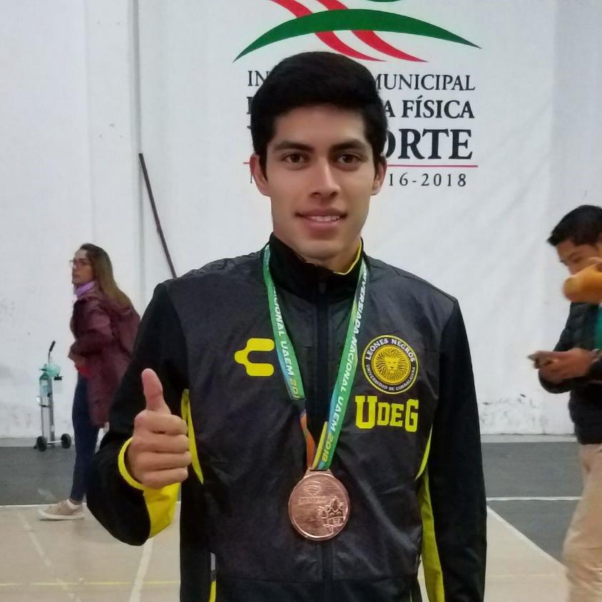 Saúl Guerrero, estudiante del Centro Universitario de Ciencias Exactas e Ingenierías (CUCEI), obtuvo medalla de bronce, en la modalidad espada varonil de Esgrima.