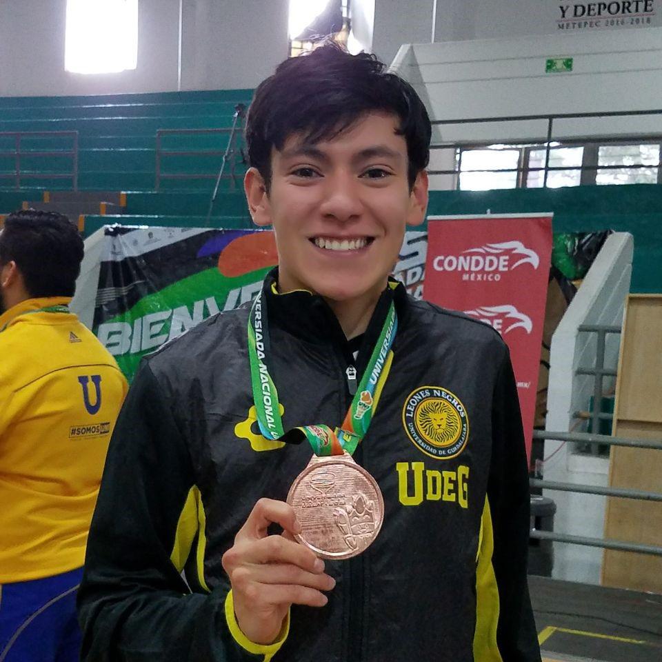 Josué Morales, estudiante del Sistema de Universidad Virtual (SUV), obtuvo la medalla de bronce, en la modalidad sable varonil, en Esgrima.