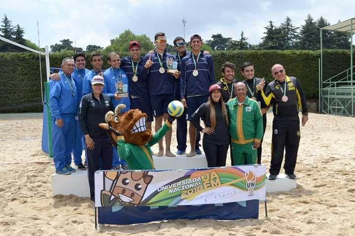 Equipo de la Universidad de Guadalajara, obtuvo medalla de bronce, en Voleibol de playa varonil.