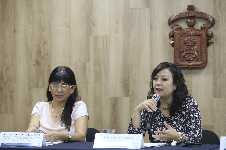 Doctora Norma Alicia Ruvalcaba Romero, Jefa del Departamento de Clínicas de la Salud Mental del CUCS, haciendo uso de la voz.