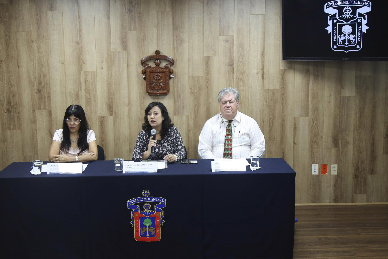 Rueda de prensa convocada por el Centro Universitario de Ciencias de la Salud (CUCS), para anunciar los resultados de investigaciones sobre las madres y su desgaste emocional.