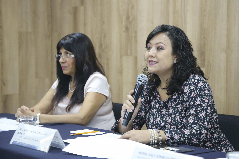 Doctora Norma Alicia Ruvalcaba Romero, Jefa del Departamento de Clínicas de la Salud Mental, del Centro Universitario de Ciencias de la Salud (CUCS), participando en rueda de prensa.