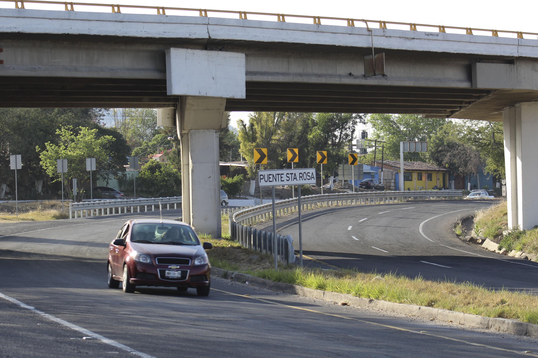 El puente Santa Rosa que pasa sobre la curva de entronque es uno de los puntos mas peligrosos