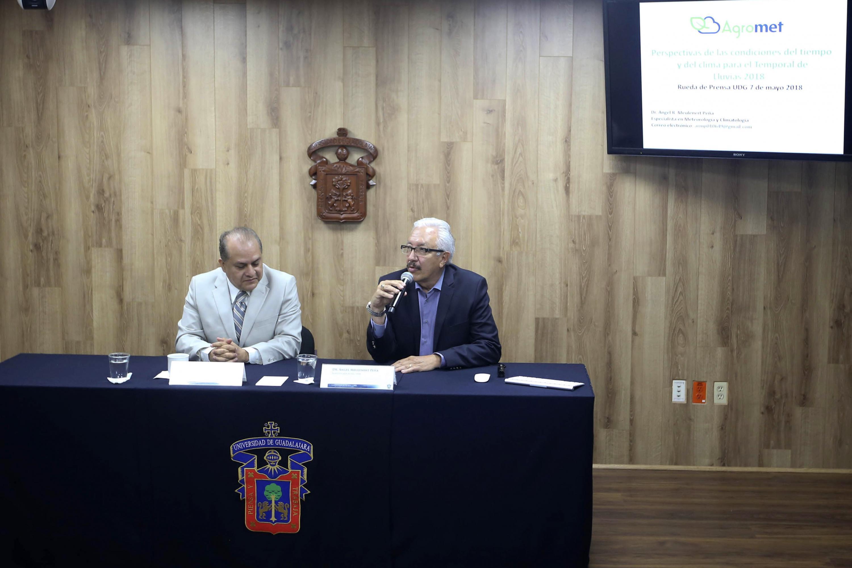 Rueda de prensa, presidida por el Director del Instituto de Astronomía y Meteorología (IAM), doctor Hermes Ulises Ramírez Sánchez, acompañado por el investigador de la Universidad de Guadalajara (UdeG), doctor Ángel Meulenert Peña.