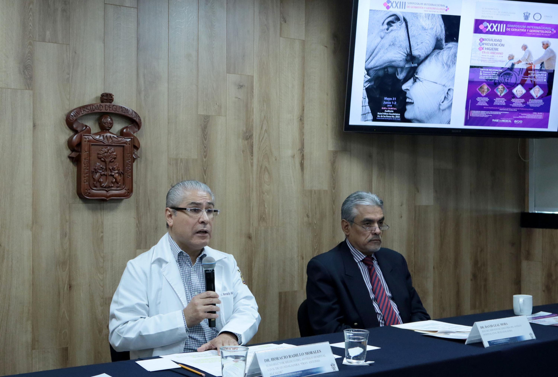 Autoridades representantes del Hospital Civil de Guadalajara, presentando el simposio internacional.