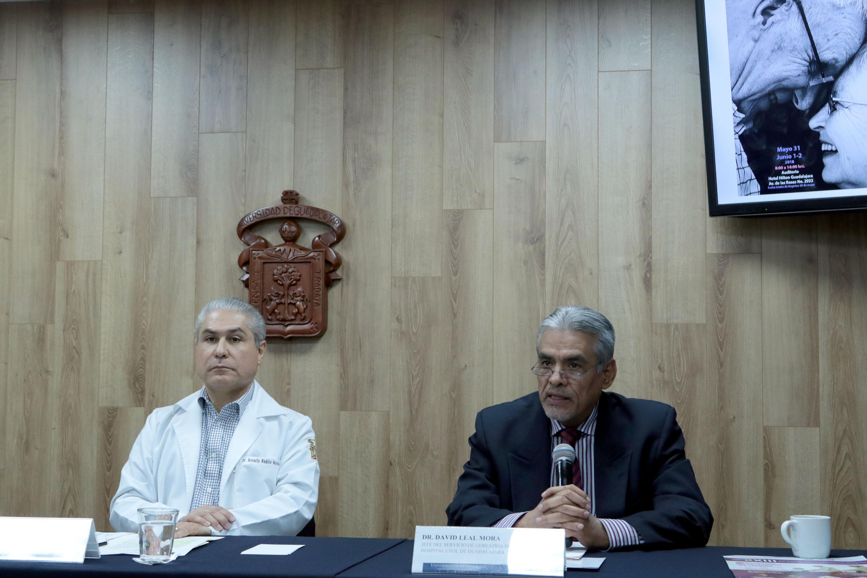 """Doctor David Leal Mora, Jefe del Servicio de Geriatría del Hospital Civil de Guadalajara """"Fray Antonio Alcalde"""", haciendo uso de la voz."""