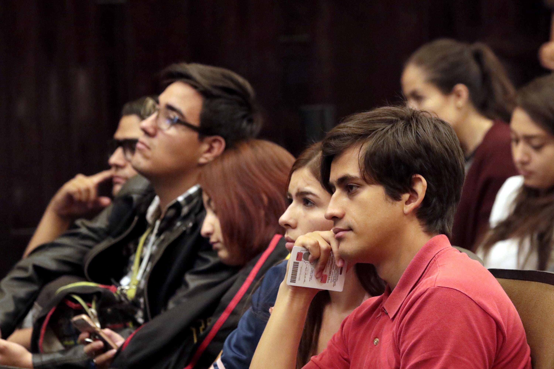 Estudiantes que asistieron a la charla del doctor Gallegos