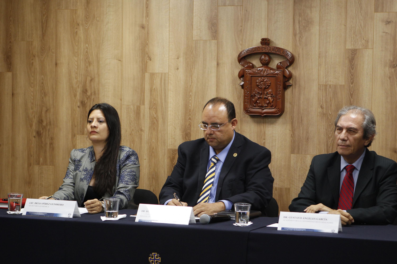 En las instalaciones de la COMSOC UDG se realizó la rueda de prensa con tres presentadores