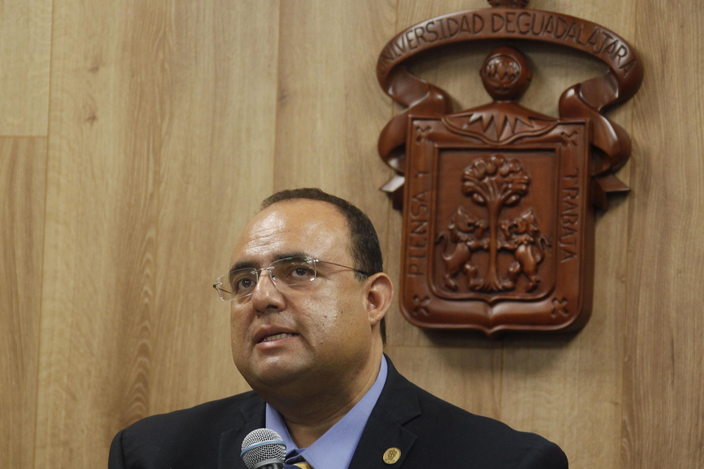 el doctor Blas Sergio Jasso Hinojosa es docente de la UdeG y Presidente del Colegio Estatal de Psicólogos en Intervención