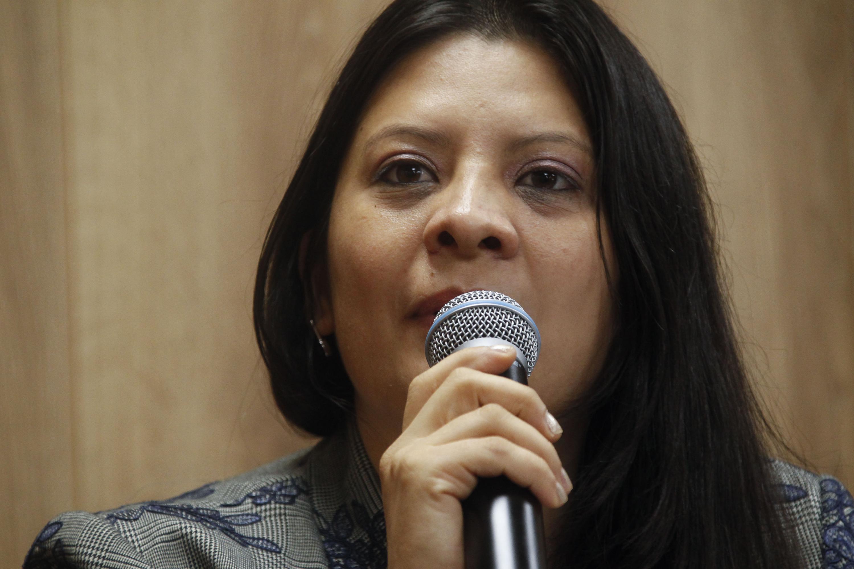 Al microfono, La licenciada Delia Pérez Guerrero es Secretaria Académica del Colegio Estatal de Psicólogos en Intervención