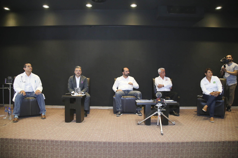 Candidatos a la Presidencia Municipal de Tonalá en el Foro Universitario Nos van a escuchar celebrado en las instalaciones del plantel CUTonalá.