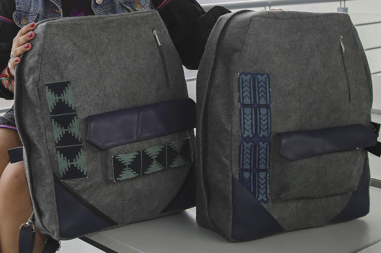 Mochilas diseñadas por egresada del CUAAD, que rescatan tradición textil wixárika.